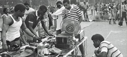 exhibitions_places-of-invention-bronx_park-jam-1984_yes-yes-yall-p70-banner-edit